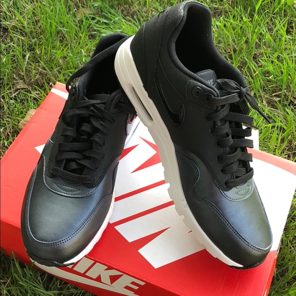 40aad72890de Nike women s Wmns air max 1 ultra SE black size 9